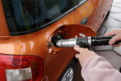 Drivstoff har aldri vært dyrere - dette er trikset som sparer deg for penger når du fyller diesel og bensin