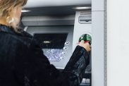 Finanstilsynet har utarbeidet et utkast til nye retningslinjer for finansinstitusjoner som låner ut usikret kreditt. Om utkastet får gjennomslag vil færre få tilgang til kredittkort.