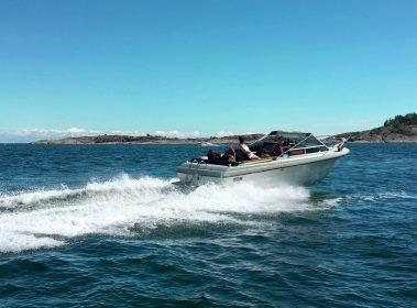 Det er et varierende utvalg marinaer å velge i om man har behov for å bunkre drivstoff til båt, men hvorfor spriker prisene såpass mye?
