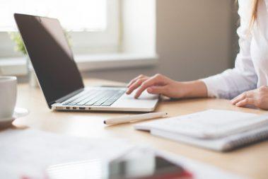 Det finnes flere måter å betale regninger på. AvtaleGiro, eFaktura og fakturavarsel på e-post er noen av de vanligste, men hva skiller disse fra hverandre?