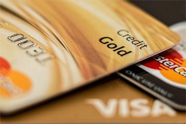 Kredittkort er et praktisk betalingsinstrument som kan gi mange fordeler. Likevel gir flere kredittkort dårlige vilkår for brukeren. Vi har tatt en titt på kredittkortene du bør styre unna.