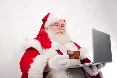 Vi handler stadig mer med kort, men når du i år skal handle julegaver kan det lønne seg å betale med kredittkort.