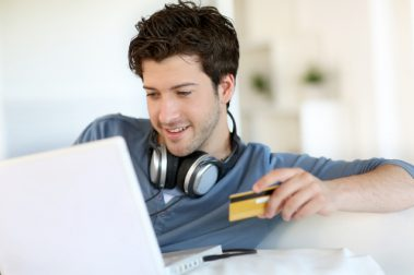 Kredittkort med bonus gir deg valuta for alle pengene du bruker, helt uten at det koster deg noe ekstra.