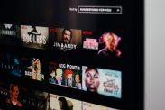 yA Banks nye rabatt lar deg spare 100 kroner i måneden på tjenestene HBO, Netflix og/eller Viaplay.