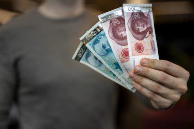 30. mai blir både den gamle 100- og 200-lappen ugyldig. Deretter er det kun Norges Bank som er pliktig til å ta imot de gamle sedlene – i de neste ti årene. Foto: Norges Bank