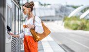 Kontanter er ofte en nødvendighet når man reiser til utlandet, enten det er på ferie eller i andre øyemed. Da er det praktisk å benytte seg av et kort som gir gratis uttak